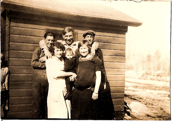 Knapp family of Taylor Rapids, Wisconsin, Ed, Lloyd, Melvin, Emma, Glenn, Nora, circa 1924 - Lorelle VanFossen archives.