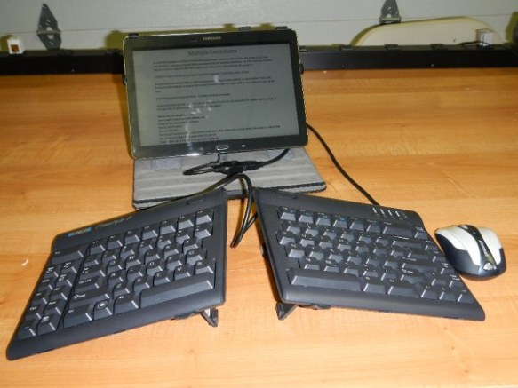 Normal keyboard - Kinesis ergonomic keyboard - connected by USB to tablet